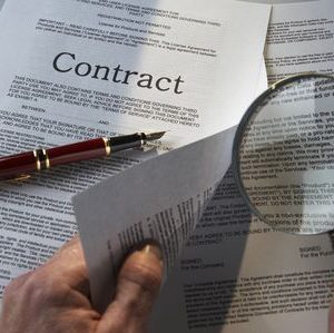 Reading-Contract-by-Simon-Battensby-Photographers-Choice-GettyImages-200567130-001-569ea3fd3df78cafda9dadd8