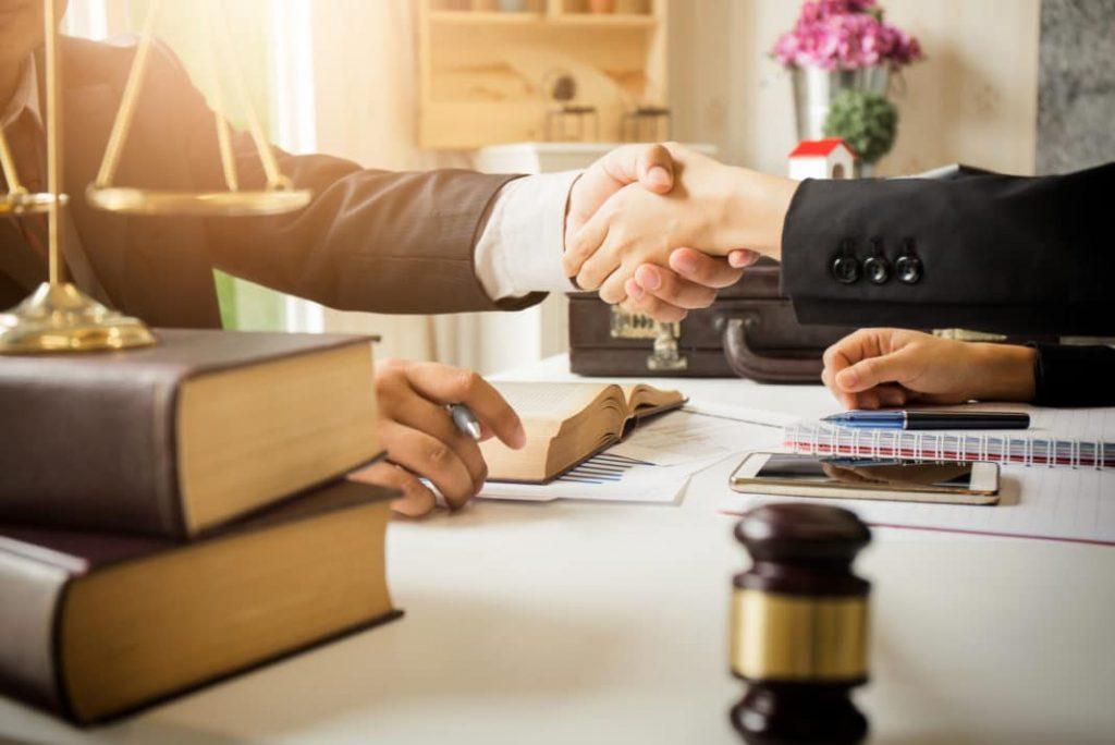 انتخاب یک وکیل خوب