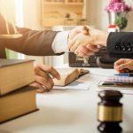 ویژگی های مهم انتخاب یک وکیل خوب آشنا شوید